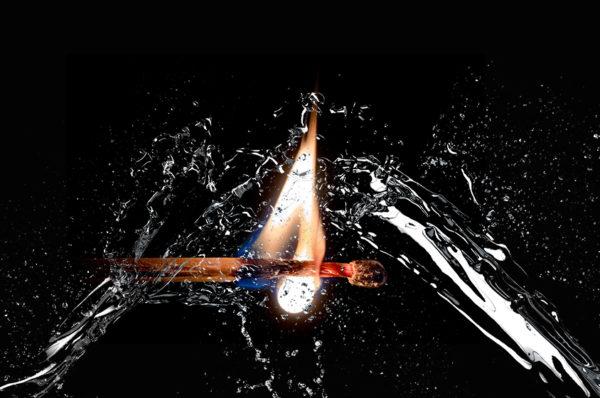 لماذا لا يحترق الماء (H2O) رغم انه يتكون من الاكسجين والهيدروجين؟