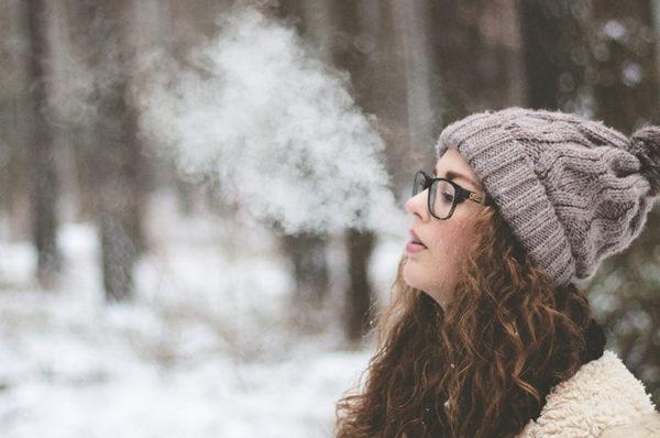 لماذا نرى دخاناً يخرج من فمنا عندما يكون الجو جد بارد ؟