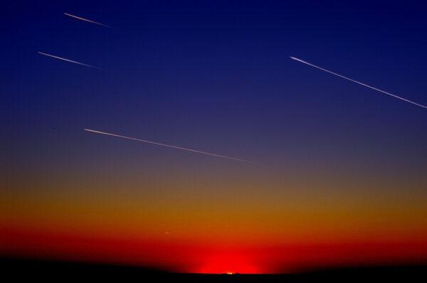 هل فعلا تسقط النجوم  ؟ : من الانفجار العظيم الى الكويكبات والنيازك