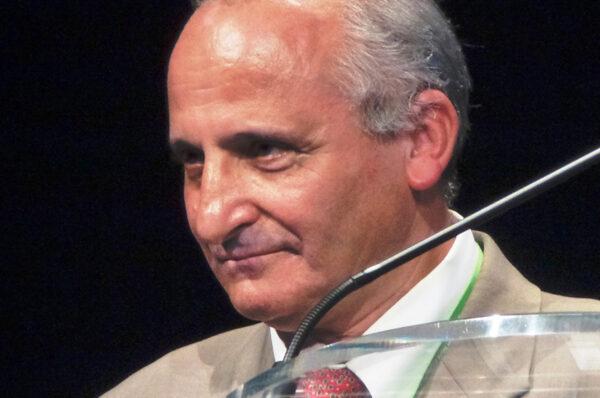 المخترع المغربي رشيد اليزمي يتفوق على أفضل شواحن البطاريات في العالم بتوقيت قياسي : عشرين دقيقة