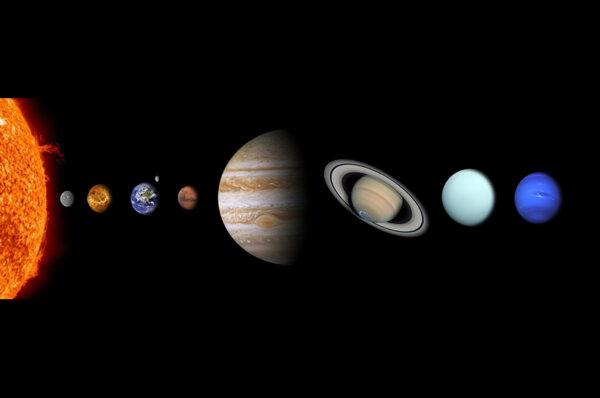 كيف يمكن تفسير دوران كل الكواكب في نفس المنحى حول الشمس ؟