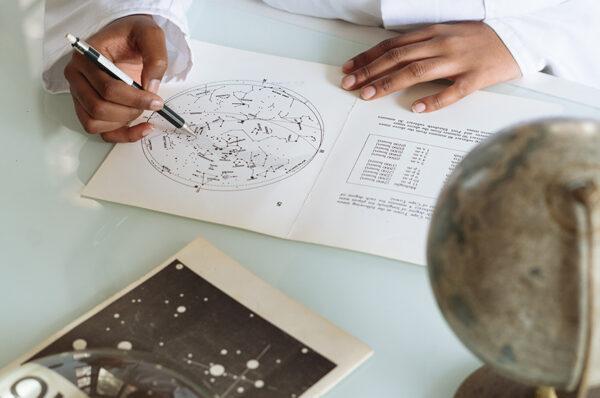 العلم بين المنهج العلمي والإعجاز العلمي.