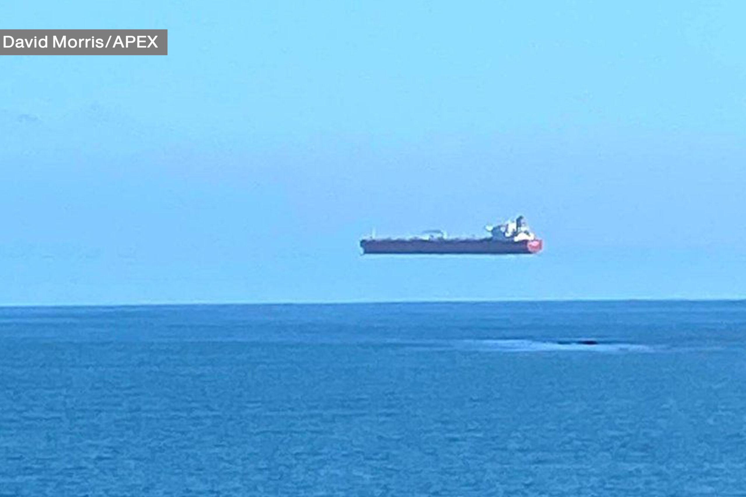 صور حقيقية لسفن معلقة في الهواء ! ما السبب يا ترى ؟